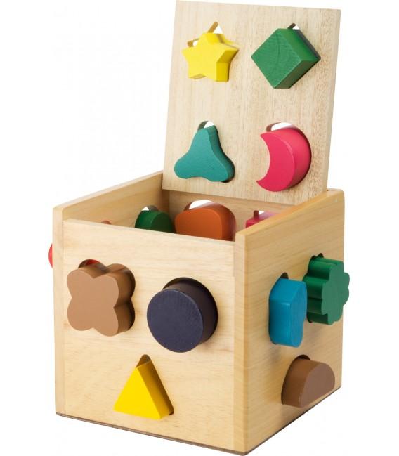 Kocka s otvormi na vhadzovanie tvarov