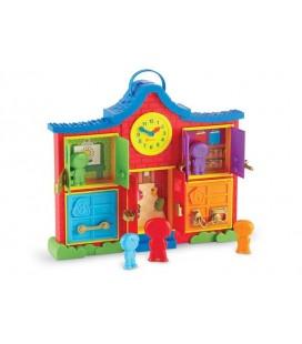 Farebný domček so zámkami a panáčikmi