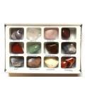 Drahé kamene, brúsené v krabičke